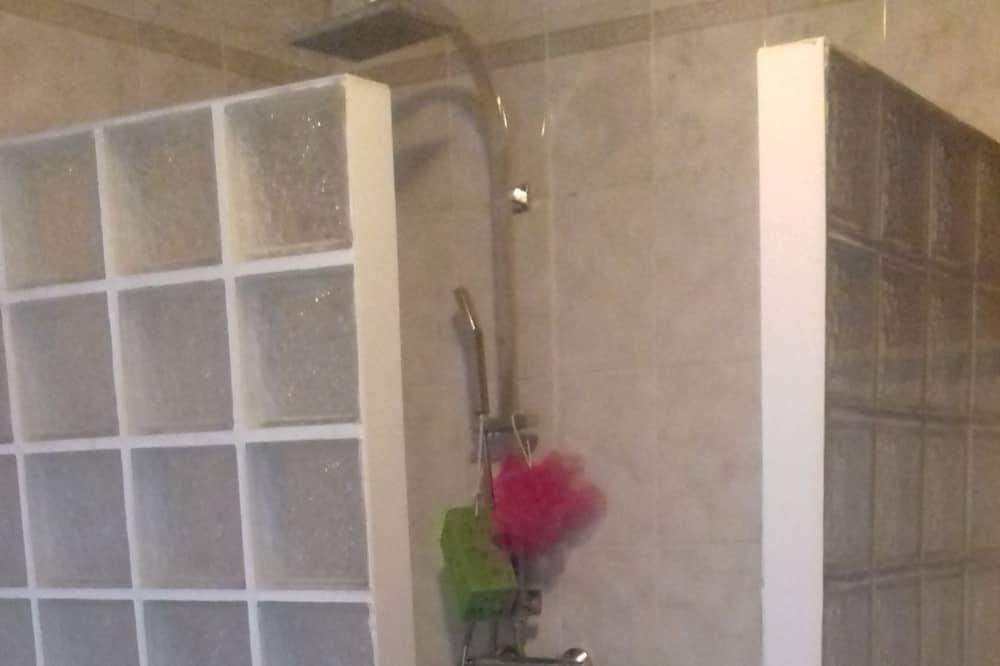 Dvokrevetna soba - Tuš u kupaonici