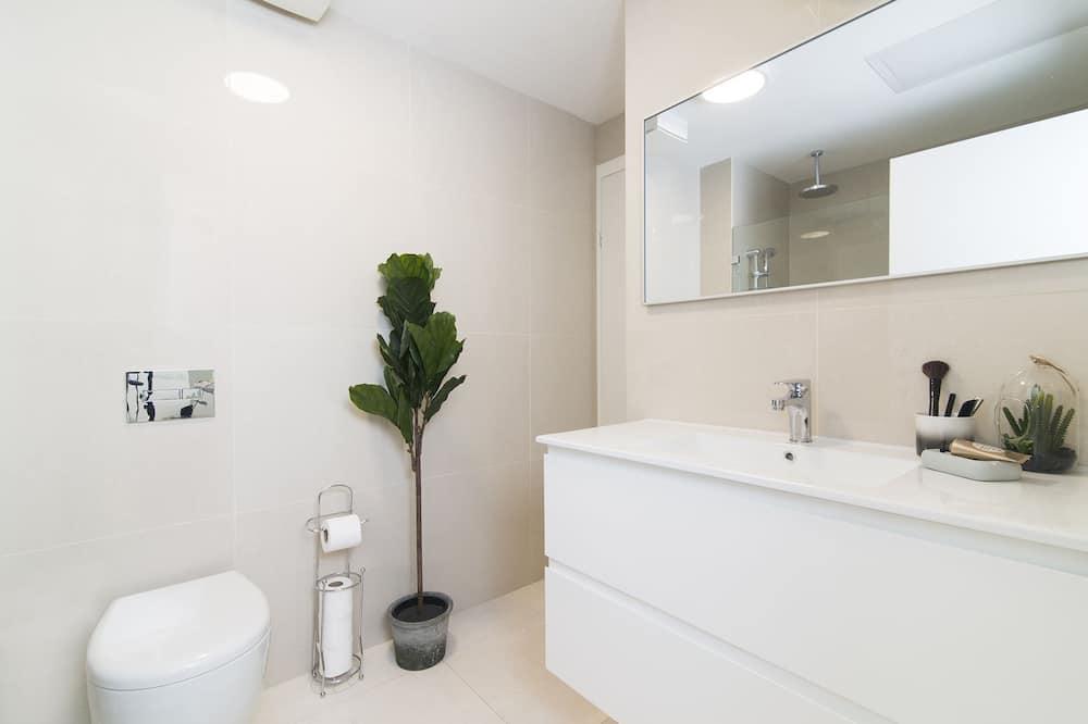 Signature Apartment, 1 Queen Bed, Non Smoking - Bathroom