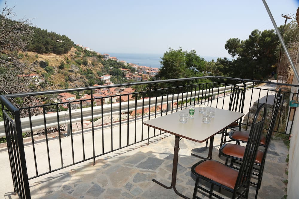 Traditional House, Multiple Beds, Smoking, Sea View - Balcony