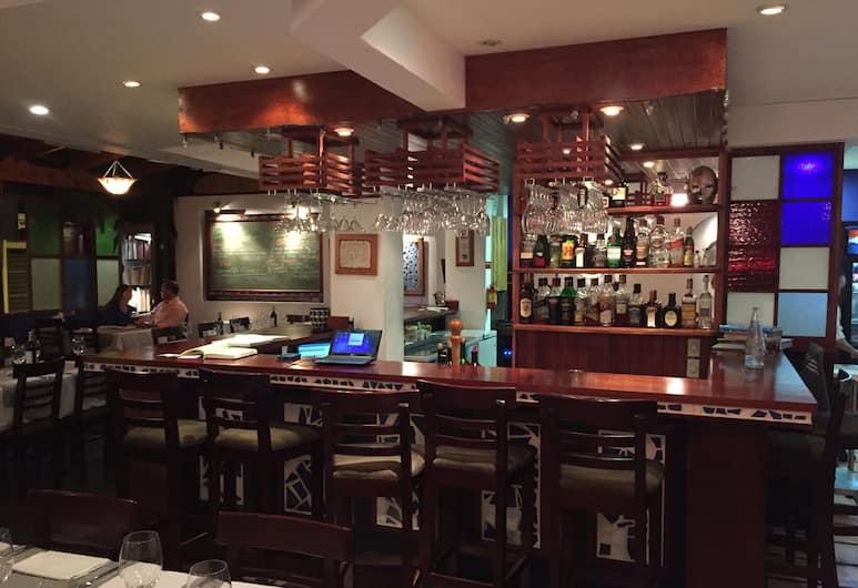 Apartment at Gastronomic Center San Jose, San Jose, Bar