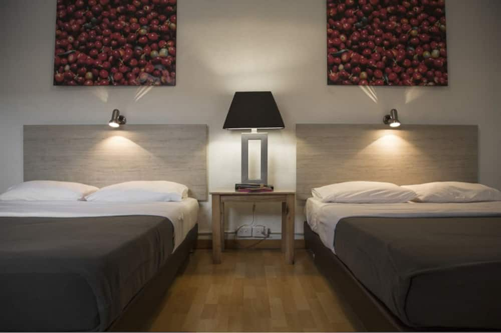 Comfort Twin Room, 2 Double Beds, Private Bathroom - Guest Room