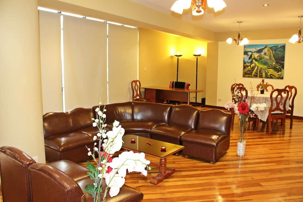 Familienapartment, 3Schlafzimmer, Nichtraucher, Stadtblick - Wohnbereich