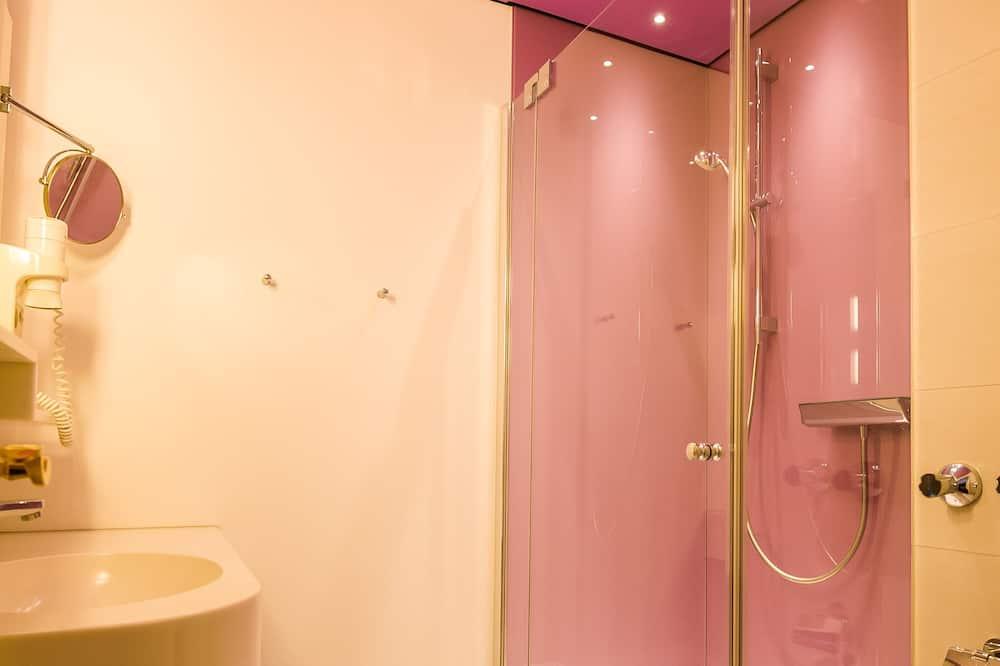 Premium Double Room, 1 Queen Bed, Courtyard View, Courtyard Area - Bathroom