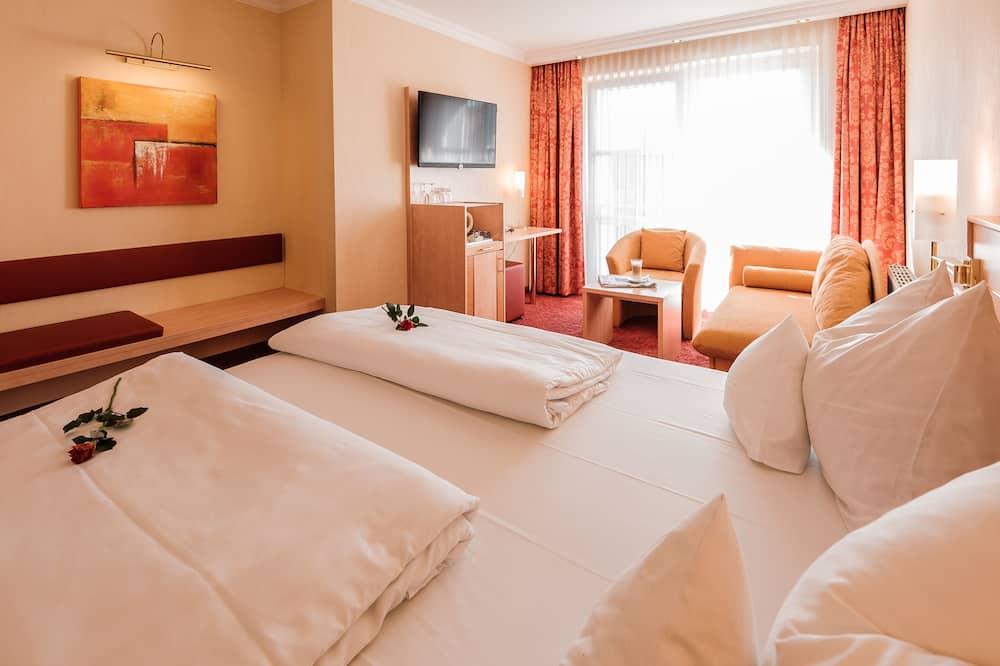 Premium Double Room, 1 Queen Bed, Courtyard View, Courtyard Area - Living Area
