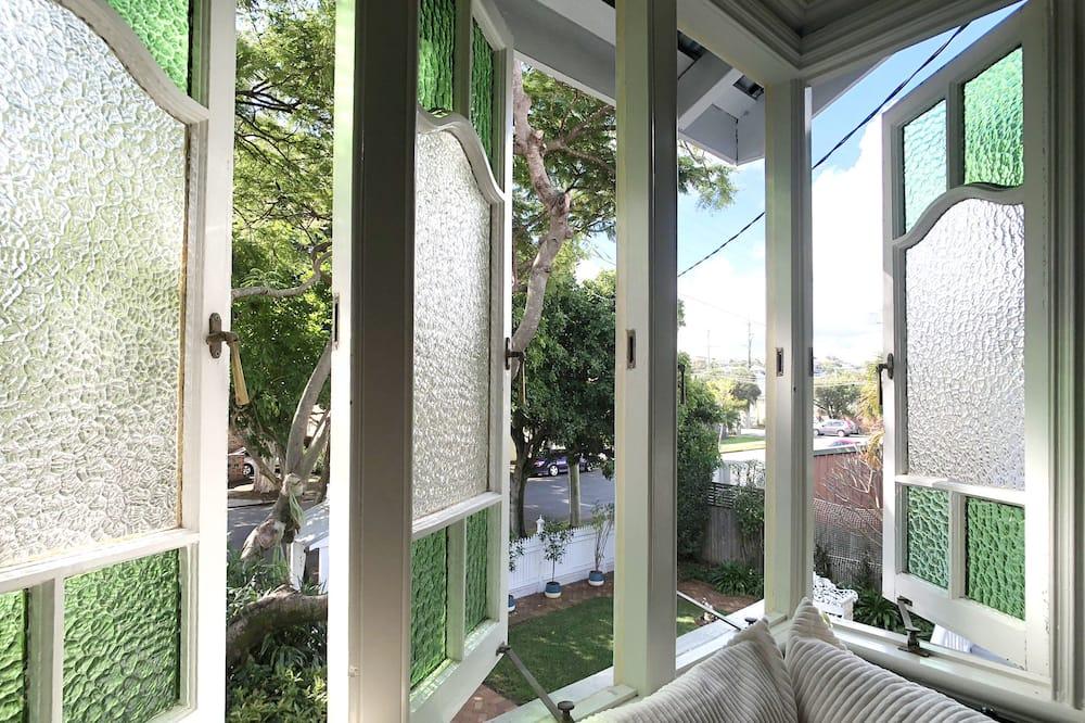 Rum - Utsikt mot trädgården