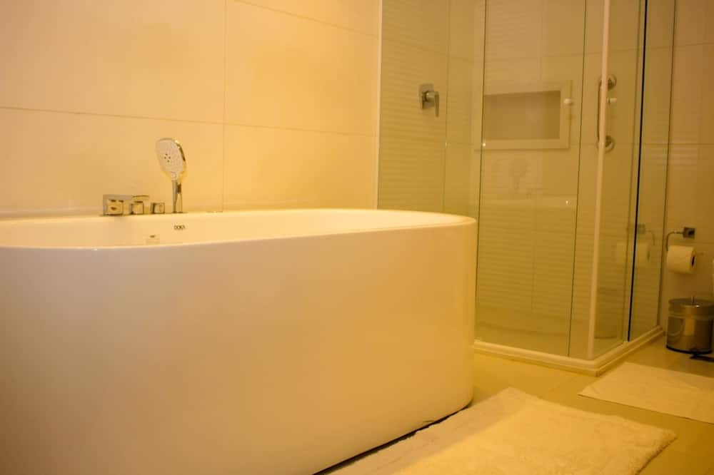 Luxury Suite, 1 King Bed, Non Smoking - Private spa tub