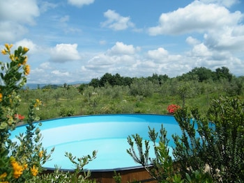 Enter your dates to get the best Manciano hotel deal