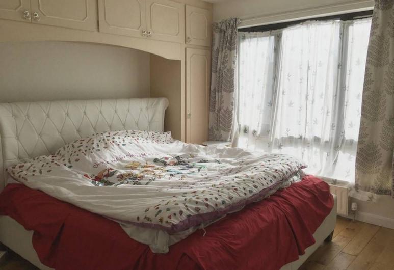 "4 Bedroom Flat Near ""the Harry Potter School"", Edinburgh"