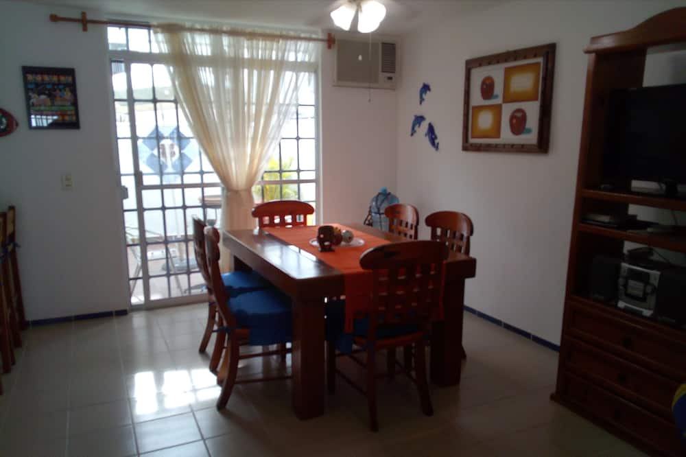 Basic House, 3 Bedrooms, Non Smoking - Guest Room