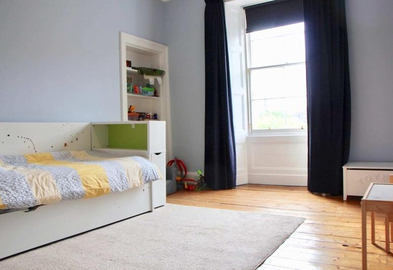 Large 3 Bedroom Apartment in Canonmills, Edimburgo