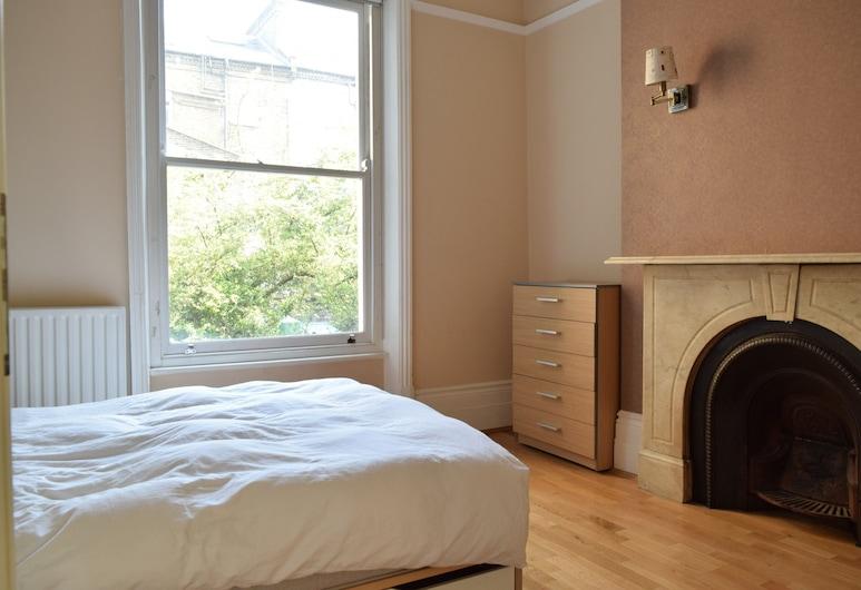 1 Bedroom Flat in West Kensington, London