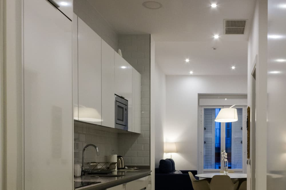 Apartment, 2 Bedrooms, City View (2) - Living Area