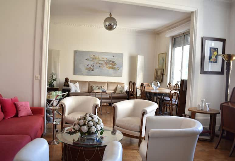 3 Bedroom Flat At The Foot of Bon Marché, Παρίσι, Περιοχή καθιστικού