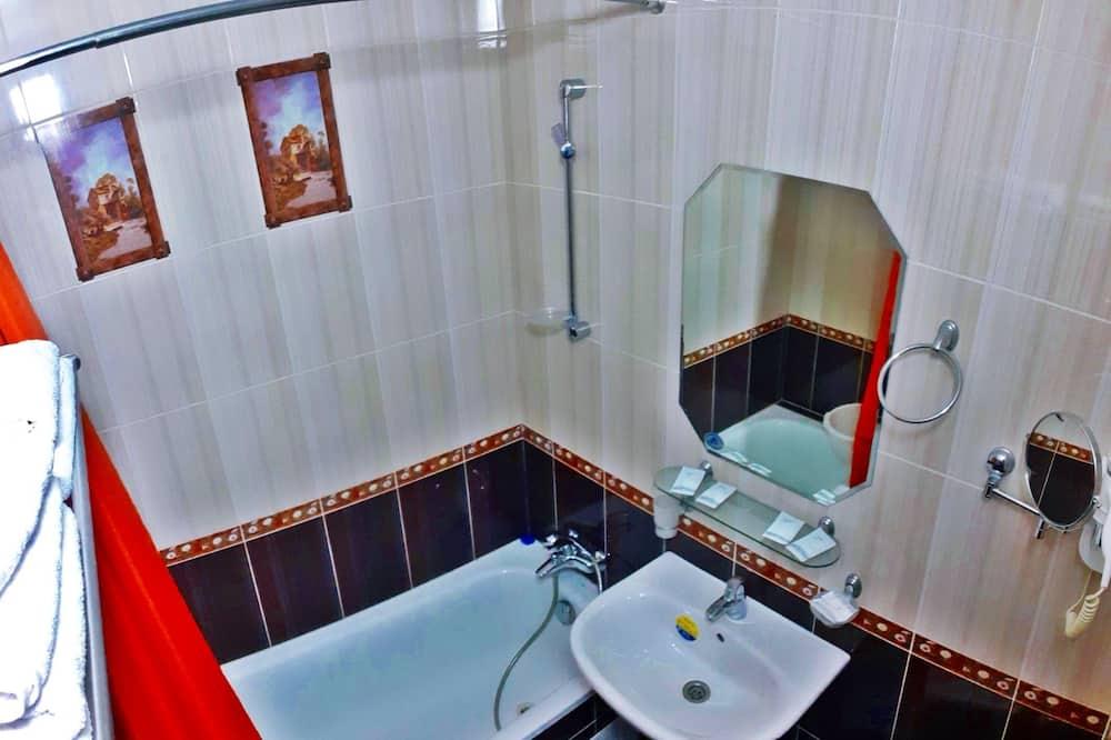 Standard Triple Room, Multiple Beds, Non Smoking, City View - Bathroom Amenities