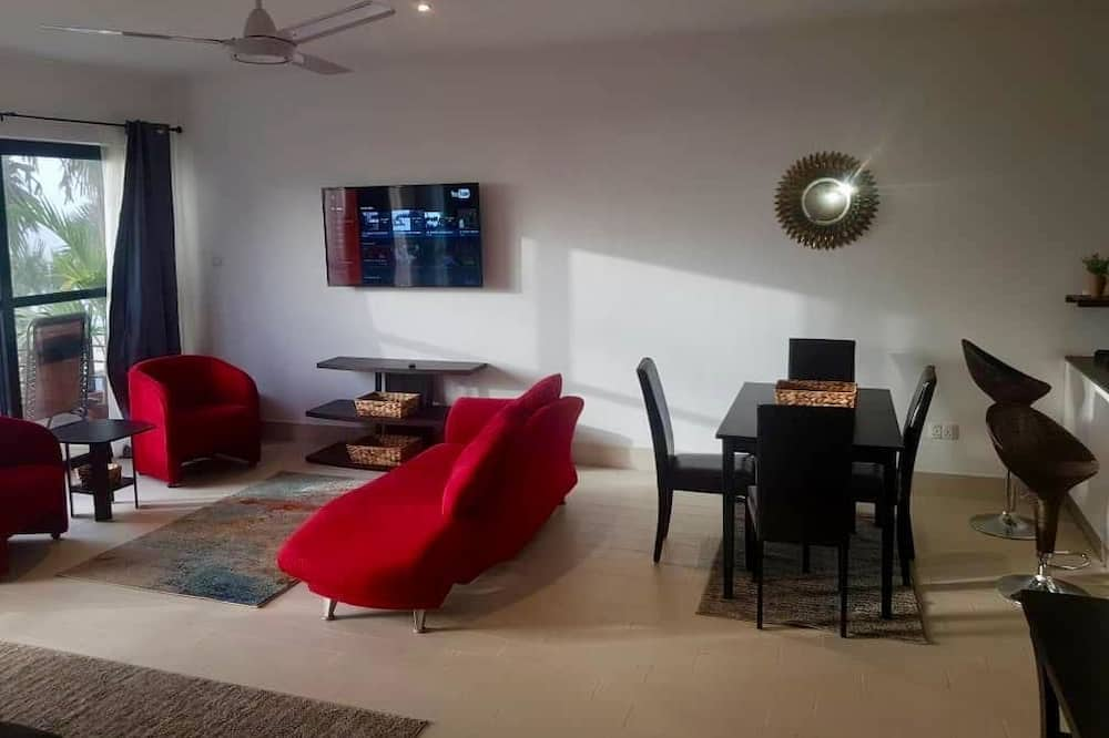 Family Apartment, 3 Bedrooms, Kitchen, Pool View - Living Area