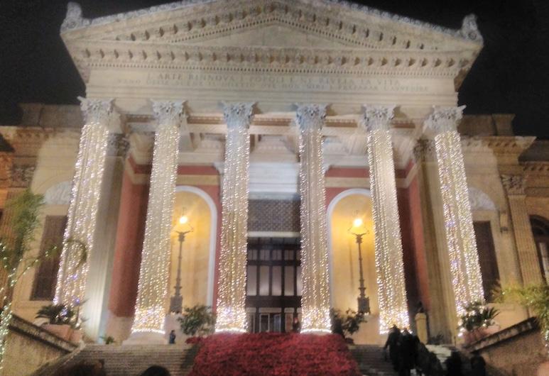 120 Rodionoff Palermo Hotel B & B, Palermo, Theatervorstellung