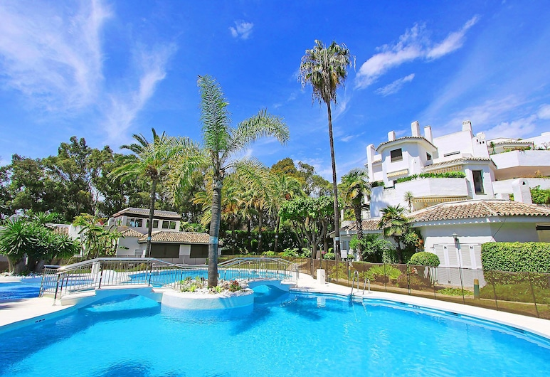 1093 Beachfront Apartment 3 Pools 50 Mtr From Beach Large Terrace, Marbella, Āra baseins