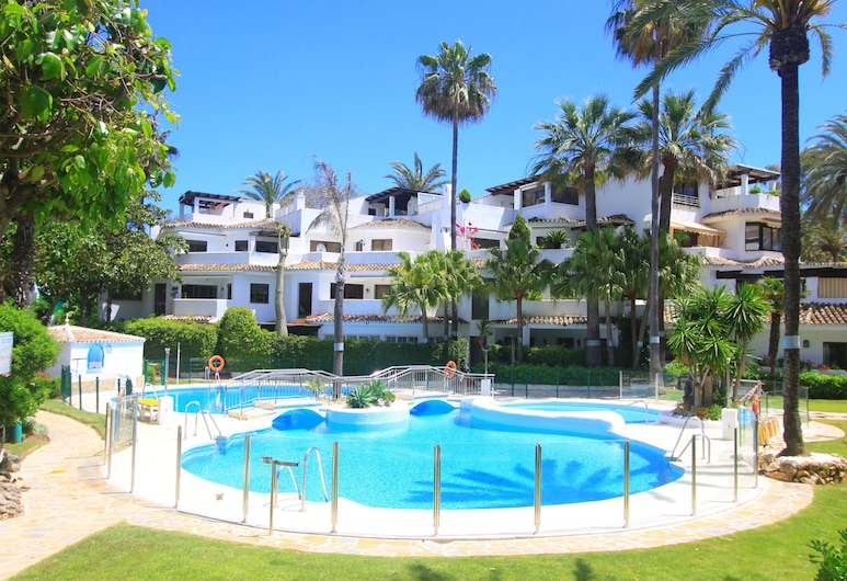 1097 Beachfront Apartment 50 Mtr Beach New Refurnished 2 Pool Areas, Marbella