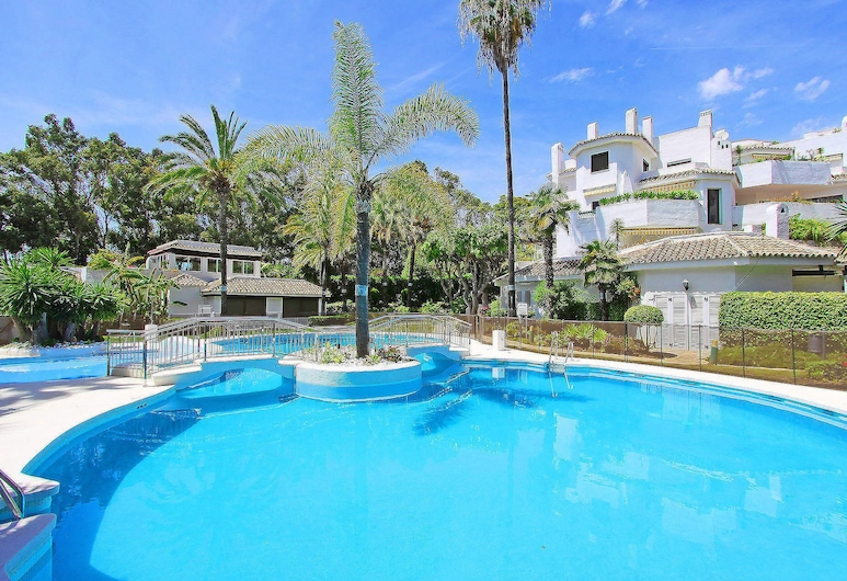 1104 Beach Front Line Apartment Golden Beach 3 Pools, Marbella, Pool