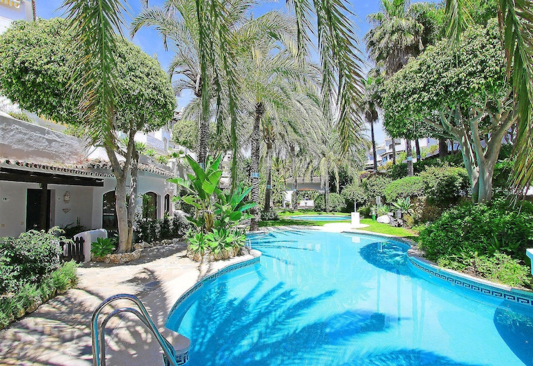 1104 Beach Front Line Apartment Golden Beach 3 Pools, Marbella
