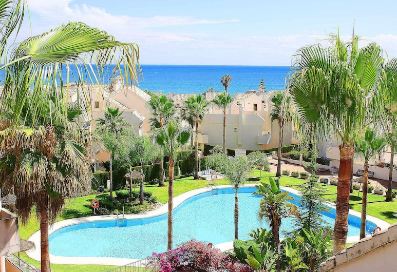 1107 Beachfront Complex Relax House Large Pool Area, Marbella