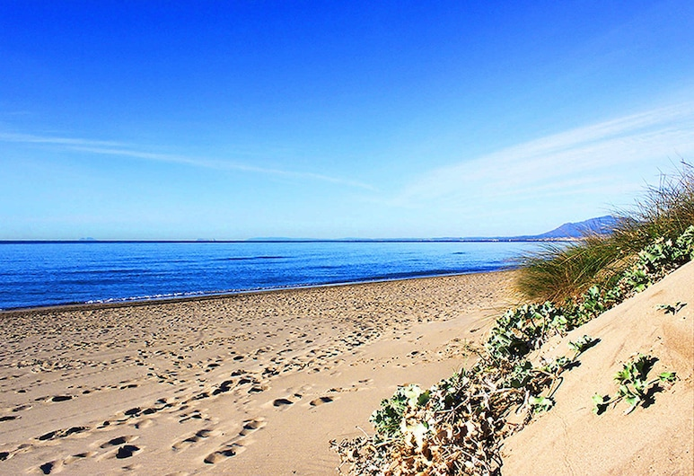 1107 Beachfront Complex Relax House Large Pool Area, Marbella, Strand