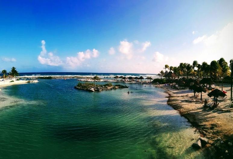 Villas Picalu Studios & Suites, Puerto Aventuras, Vista a la playa o el mar