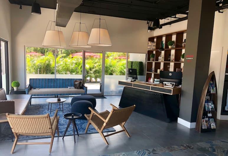 大開曼島地點飯店, 七哩海灘, 櫃台