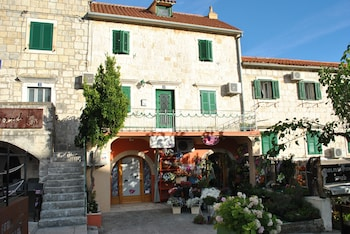 Picture of Apartments on the square in Makarska