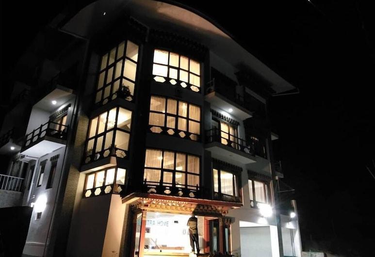 Mantra Home, Thimphu, Facciata hotel (sera/notte)