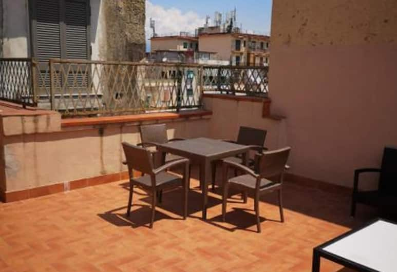 Duomo Casa Vacanza, Naples, Apartemen Basic, 2 kamar tidur, pemandangan kota, Teras/Patio