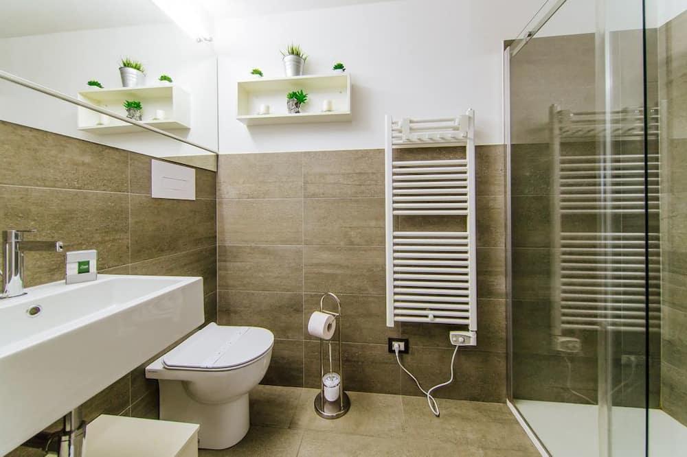 Апартаменты, Несколько кроватей, для некурящих, вид на сад - Ванная комната