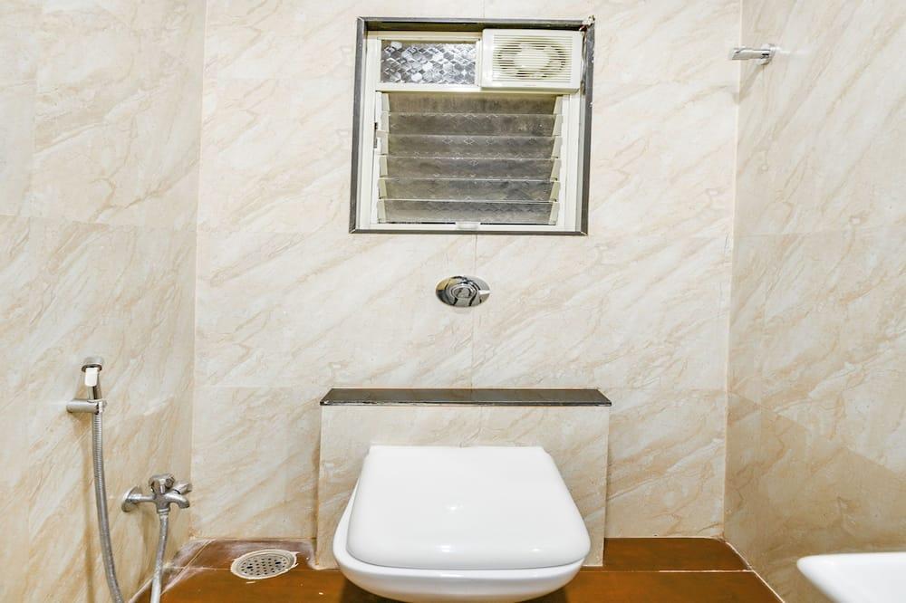 デラックス ダブルまたはツインルーム キングベッド 1 台 - バスルーム