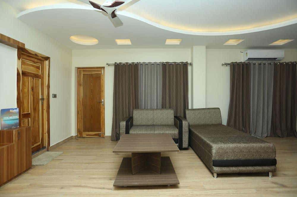 Deluxe Double or Twin Room, 1 King Bed - Living Area