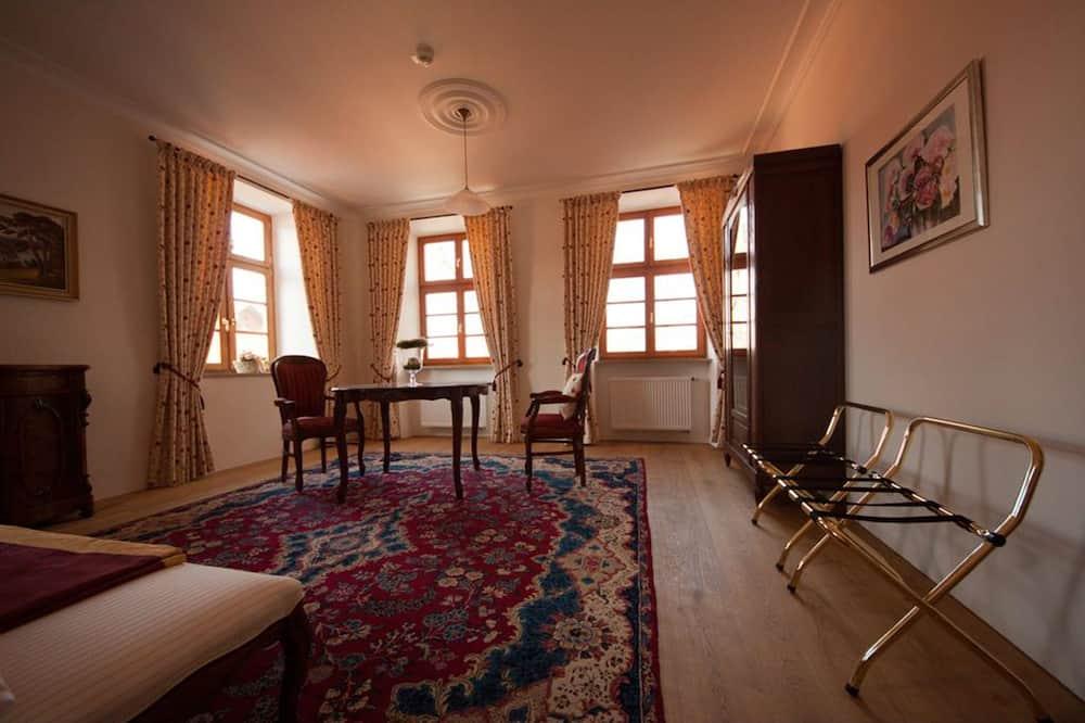 Luksusa numurs, divas guļamistabas, piekļuves iespējas personām ar kustību traucējumiem - Dzīvojamā zona