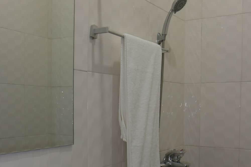 Standardzimmer, Gartenblick - Badezimmer