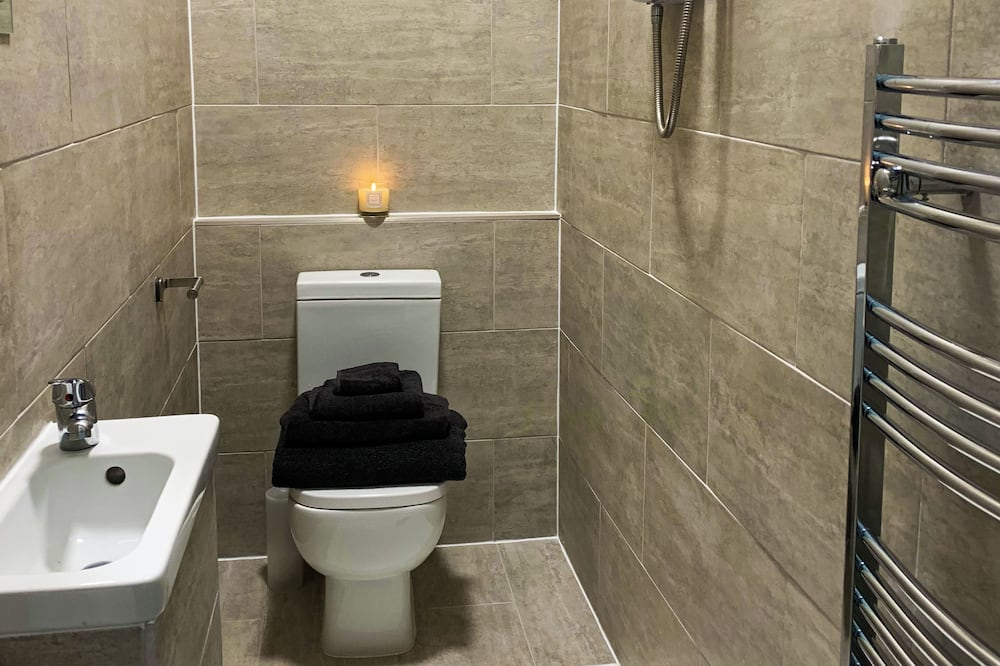 Deluxe Double Room with Shower - Bathroom