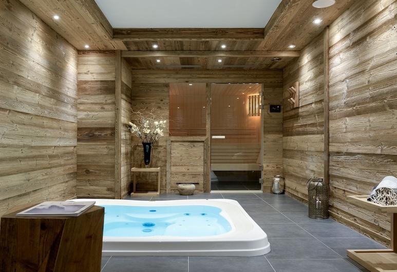 Keystone Lodge Apartment T4 C02, Courchevel, Wellnessfürdő