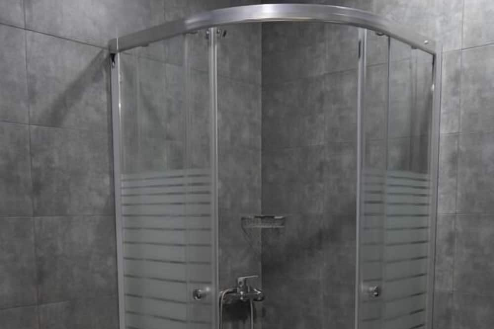 Standardní třílůžkový pokoj - Koupelna