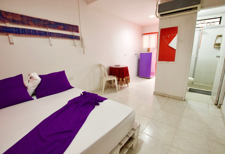 Quillahost Guesthouse, Barranquilla, Double Room, 1 Double Bed, Non Smoking, Guest Room