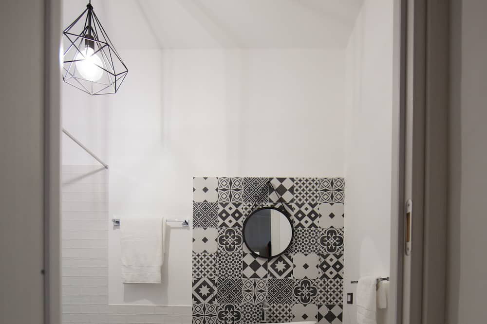 Triple Room (la Martorana) - Bathroom