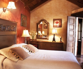 Enter your dates for special Antigua Guatemala last minute prices
