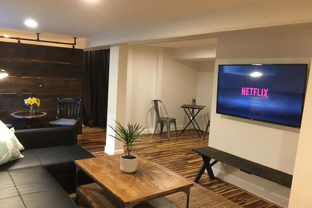 Maple Suite - Living Area