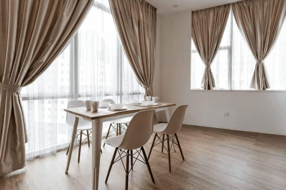 Apartment, 3 Bedrooms, Non Smoking - In-Room Dining