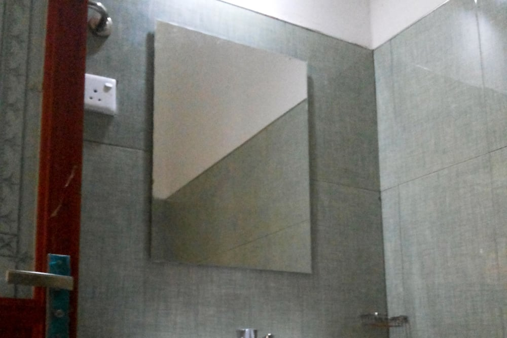 Deluxe Triple Room - Bathroom Sink
