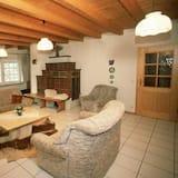 Apart Daire, 2 Yatak Odası, Balkon, Dağ Manzaralı (E1-E5) - Oturma Alanı