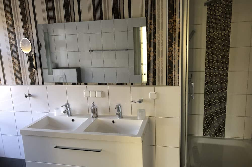 Double Room (5) - Bathroom