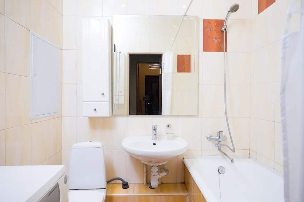 Apartmán, dvojlůžko a rozkládací pohovka, nekuřácký - Koupelna