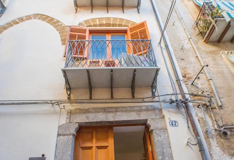 Palazzo Raho, Cefalù, Ingang van hotel