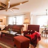 Basic Double Room - Living Room